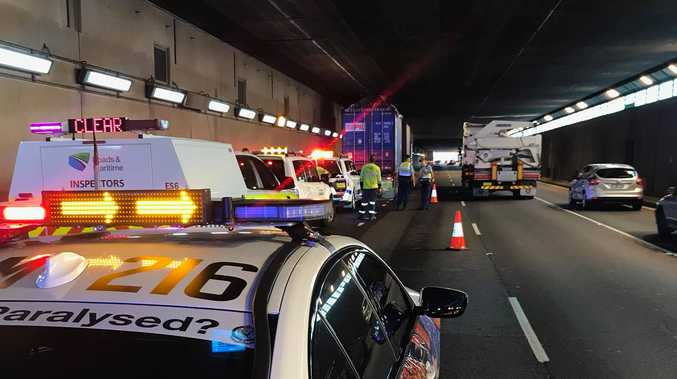 A truck has crashed into the Sydney Airport Tunnel.
