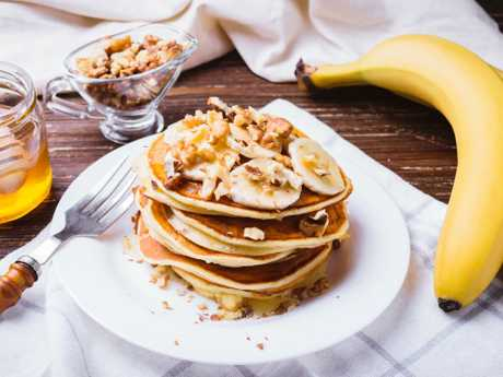 Pancakes with banana, walnuts and honey is seen as a healthy breakfast, but probably has around 1000 calories in.