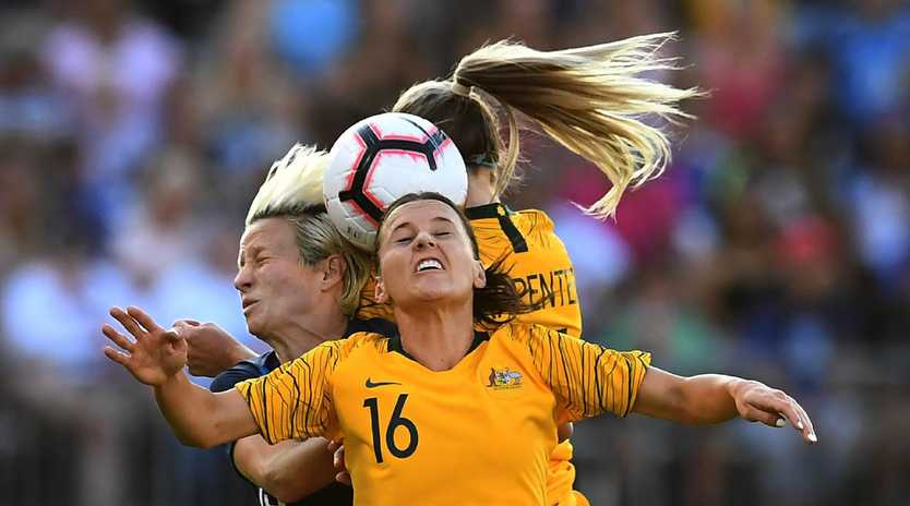 Australia's Hayley Raso heads the ball with USA's Megan Rapinoe during the 2018 Tournament of Nations at Pratt & Whitney Stadium at Rentschler Field on July 29, 2018 in East Hartford, Connecticut. / AFP PHOTO / TIMOTHY A. CLARY