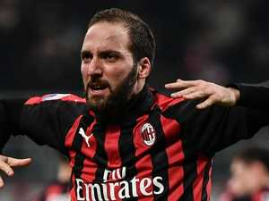 Chelsea confirms Higuain loan signing