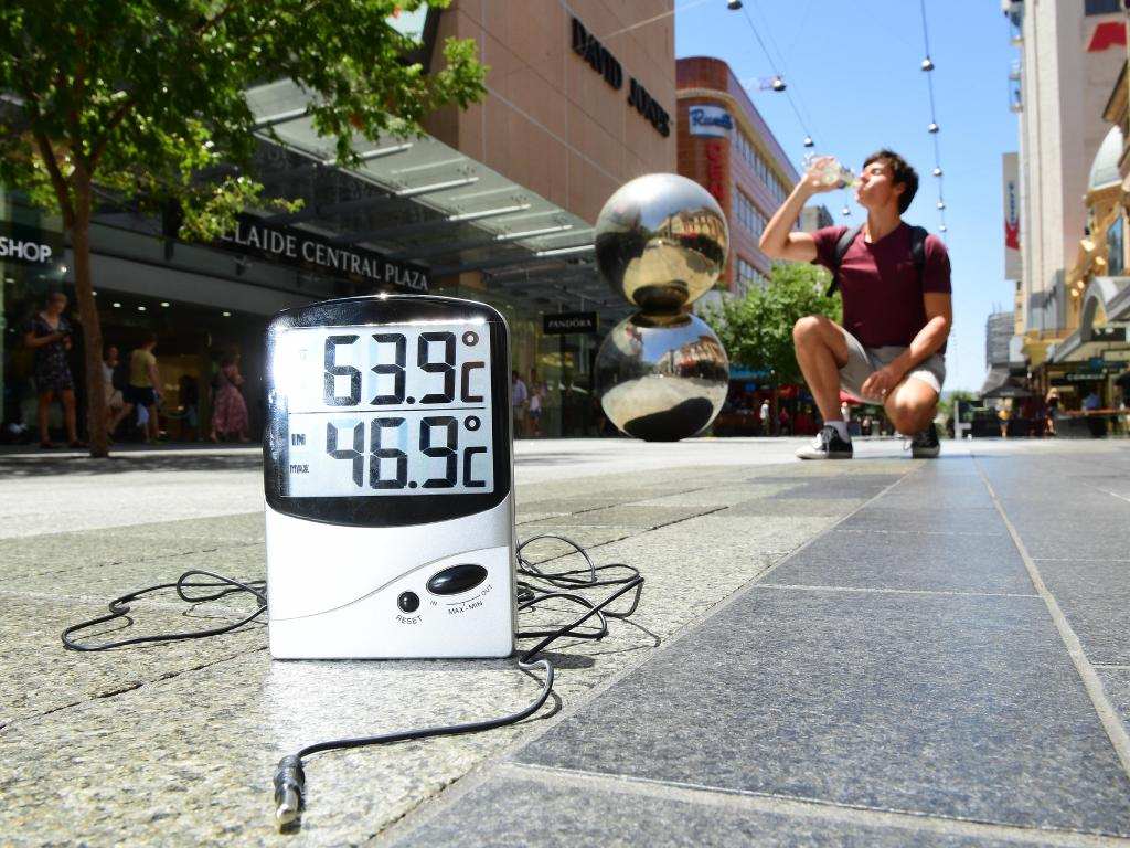 Power stations fail ahead of 44C day