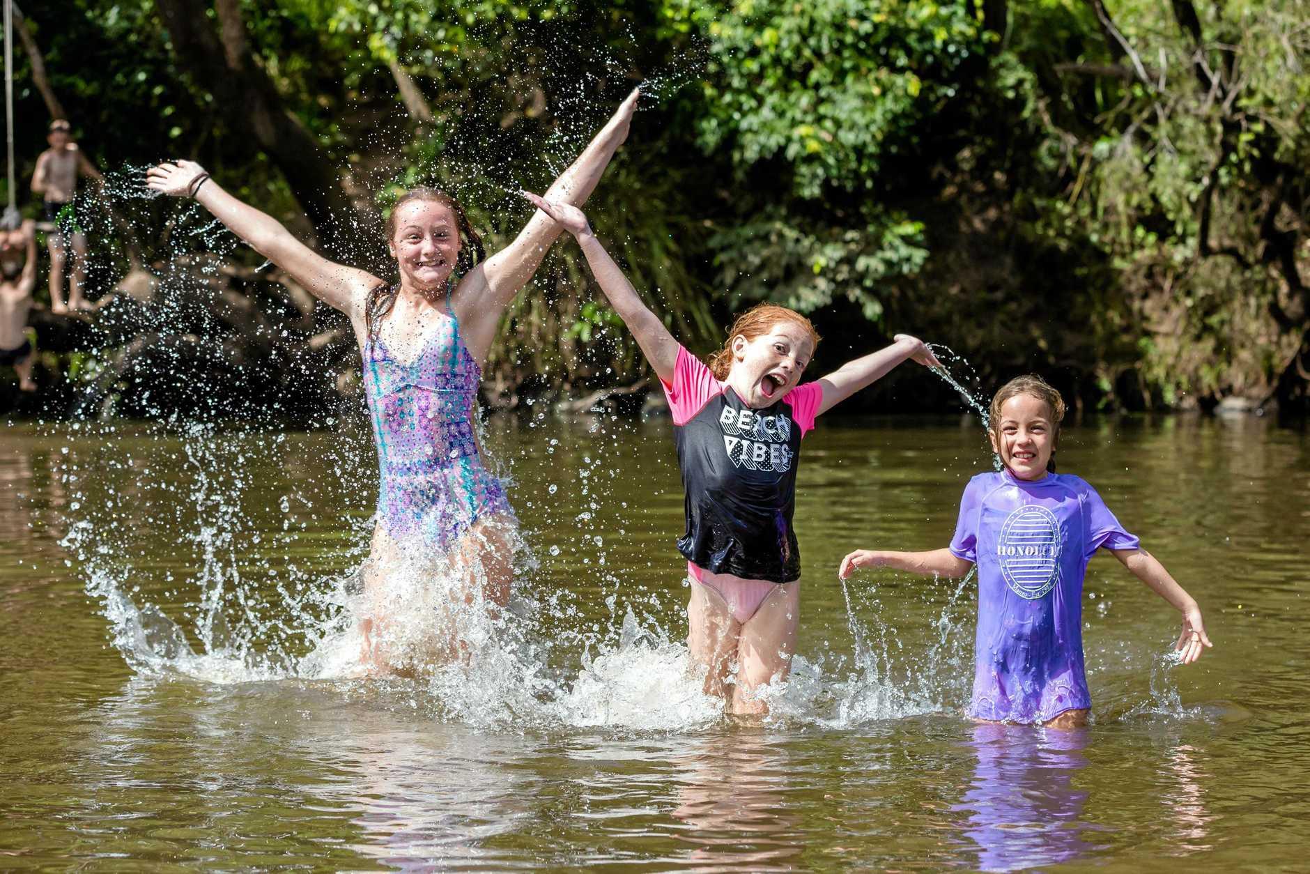 Socials - Kailyn Wansbrough Madelyn Holroyd and Juliette Holroyd at Borumba Deer Park