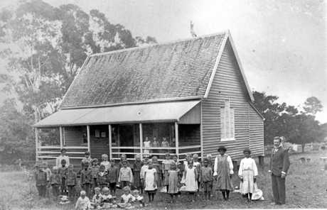 Buderim Mountain State School pupils and teachers, ca 1908. Buderim Mountain State School was established in 1875 with 18 pupils enrolled.