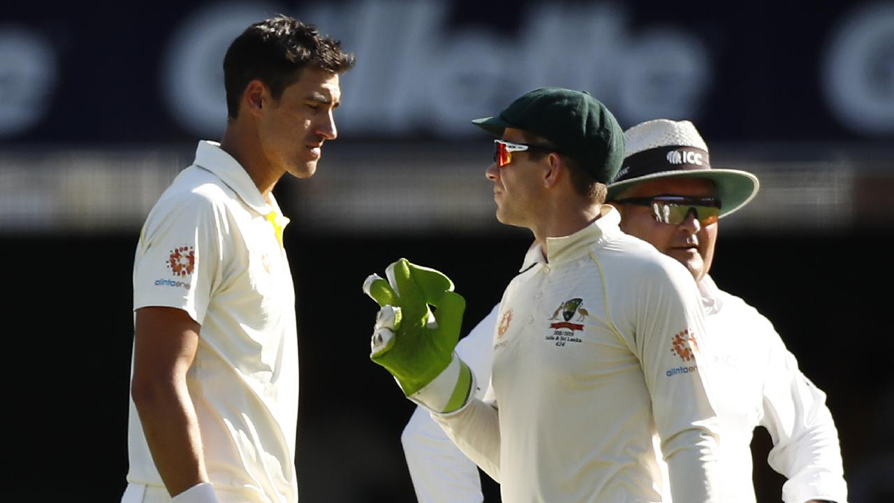 Tim Paine talks tactics with Mitchell Starc. Picture: Getty