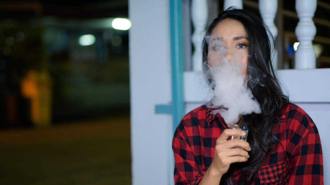 Many people are pushing for vaping to be legalised in Australia.
