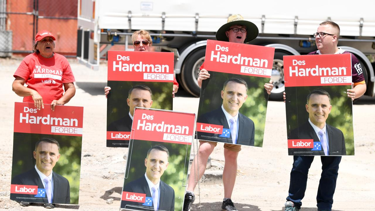 Labor supporters hold signs and shout slogans at Prime Minister Scott Morrison. (AAP Image/Dan Peled)