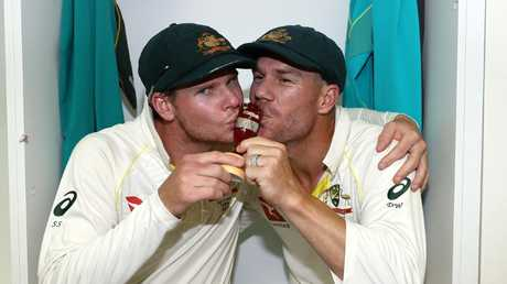 Steve Smith and David Warner celebrate after winning the Ashes. Photo: Ryan Pierse/Getty Images.