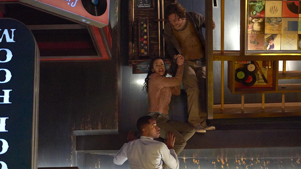 Jay Ellis, Taylor Russell and Logan Miller star in ESCAPE ROOM.