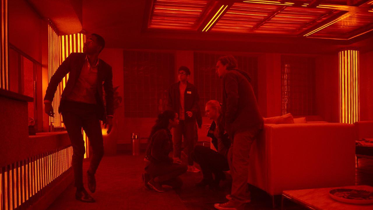(l to r) Jay Ellis, Taylor Russell, Nick Dodani, Deborah Ann Woll and Logan Miller star in ESCAPE ROOM.