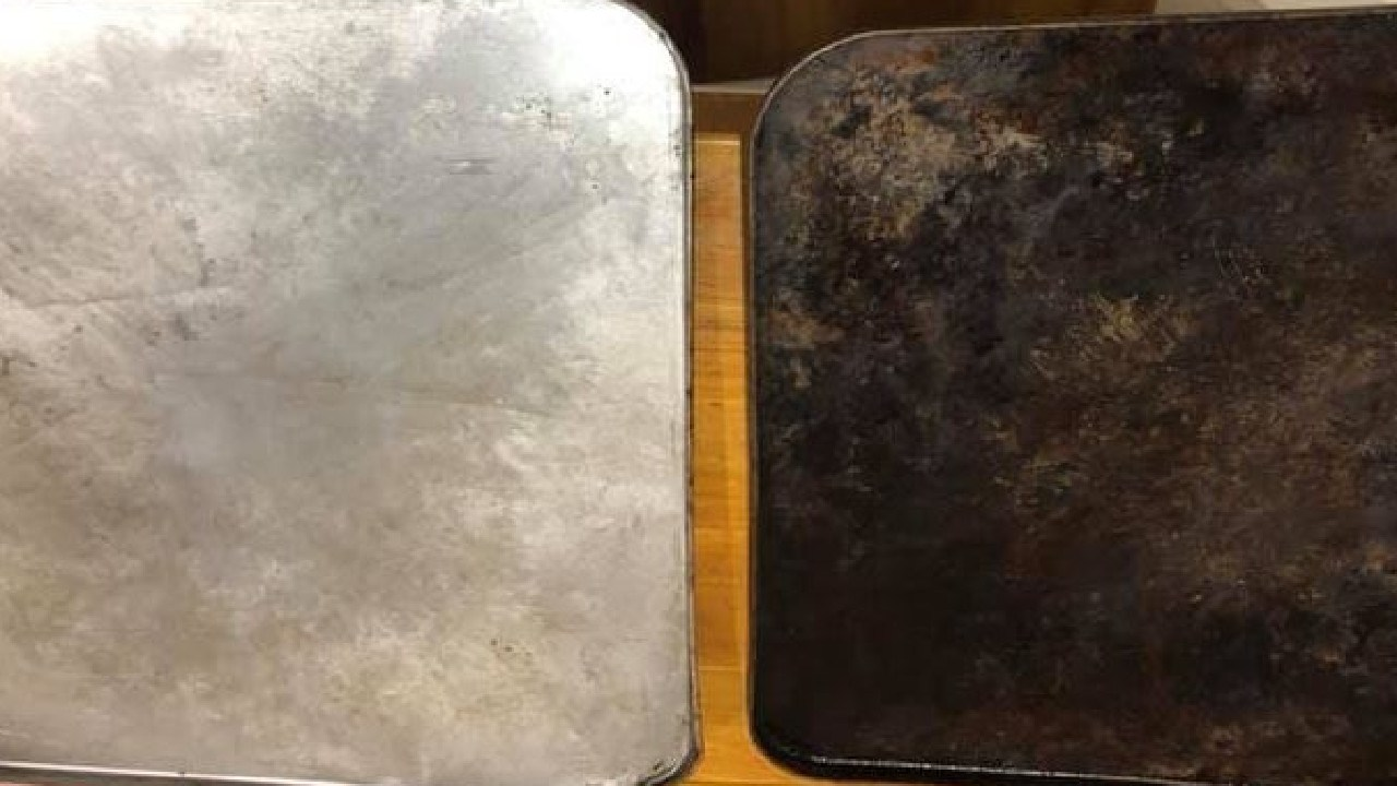 Another user explained the tinfoil and dishwasher hack, revealing she'd got this impressive result with her oven trays. Picture: Mums Who Clean