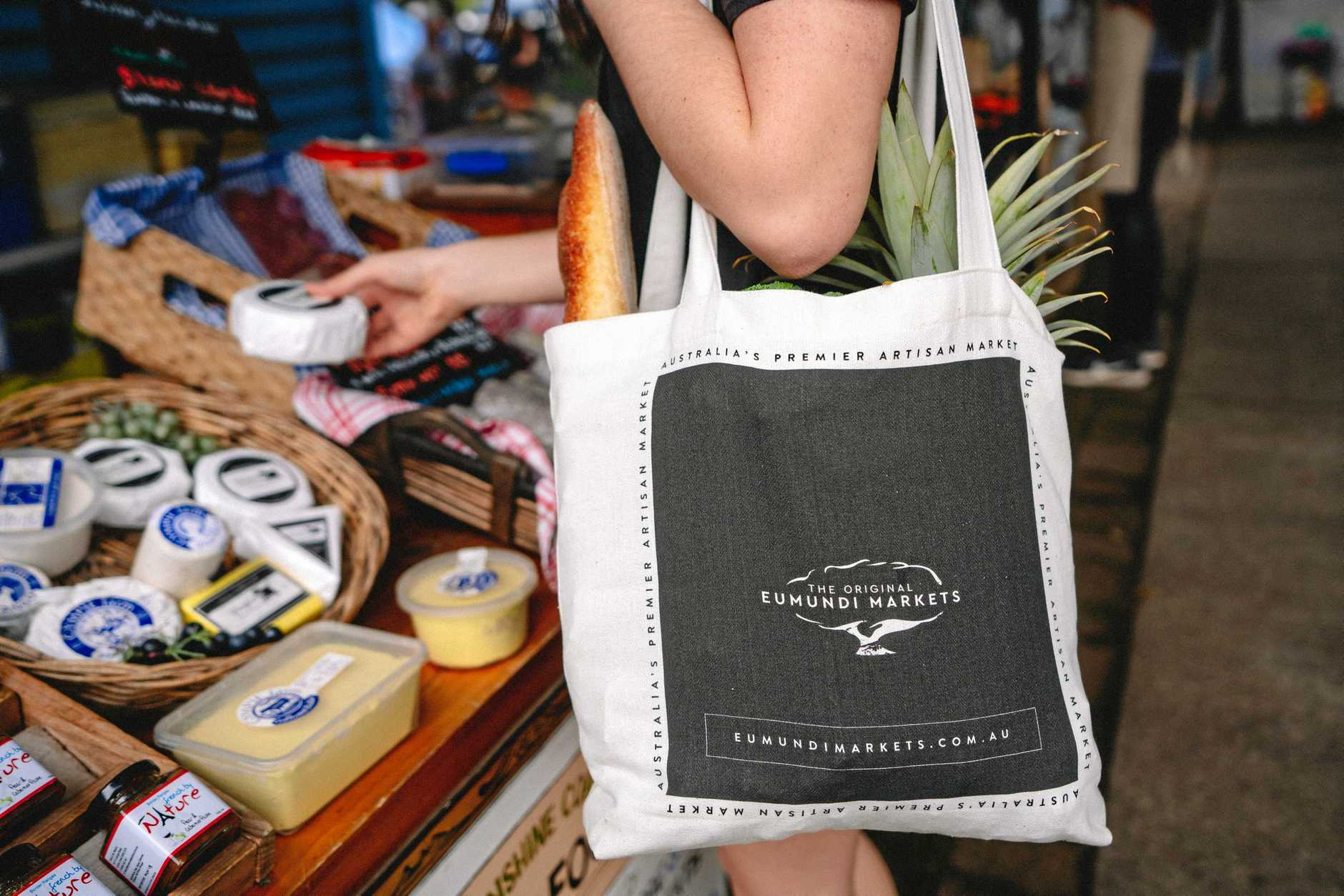 The new Eumundi Markets tote bag is helping win the fight against single-use plastic.