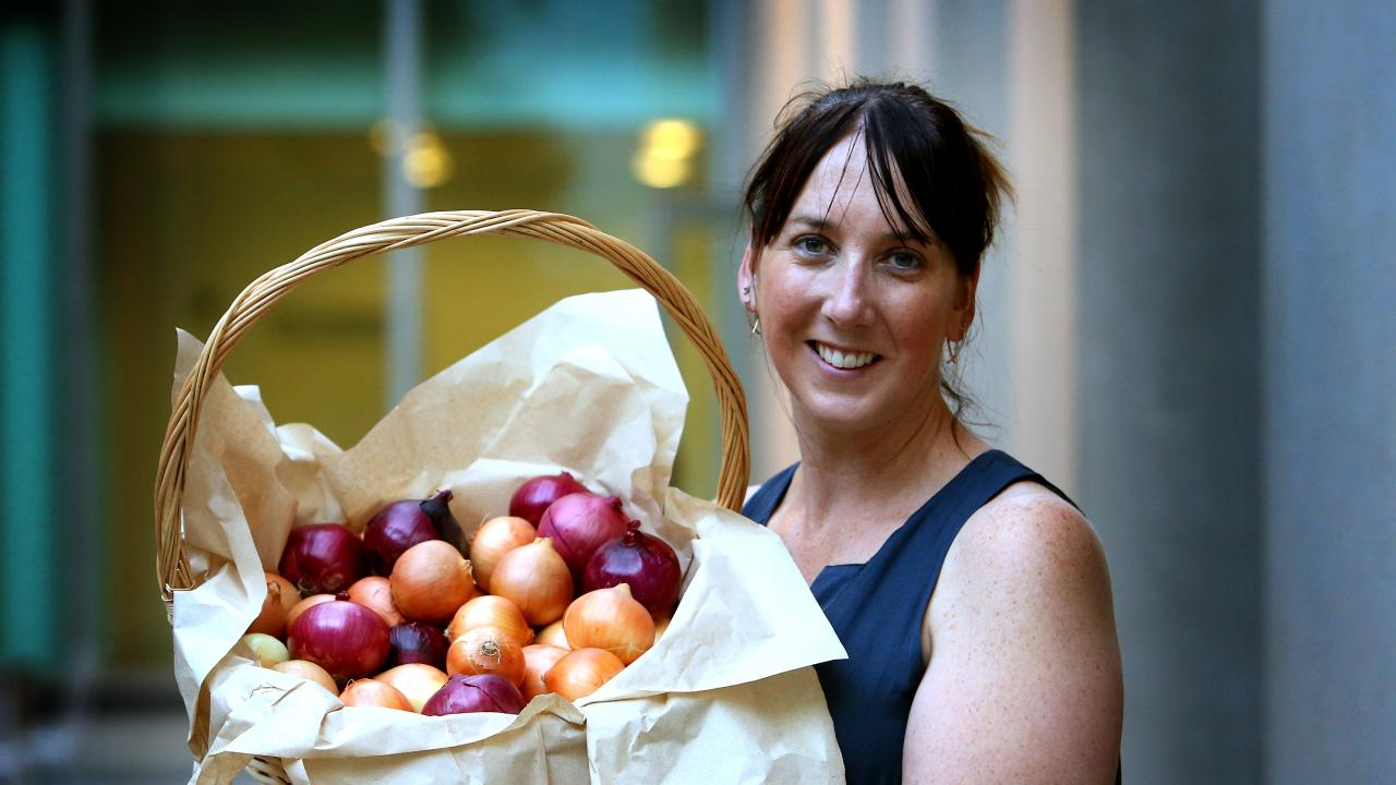 Lechelle Earl, the 2015 CEO of Onions Australia, went to Parliament House and delivered this delicious raw onion snack pack to Tony Abbott. He must have been thrilled.