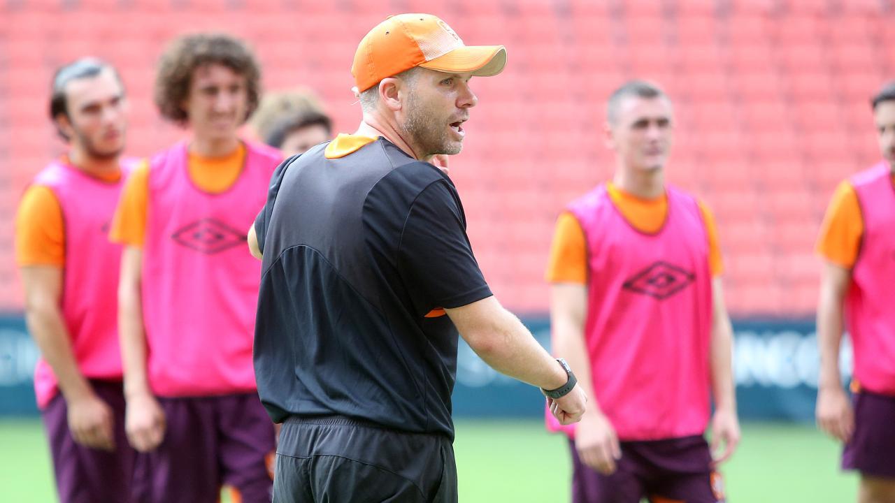 Interim Roar coach Darren Davies addresses his players at training.
