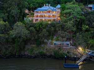 'Great Gatsby Mansion' listed for $11m