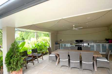 Alfresco dining with built-in barbeque