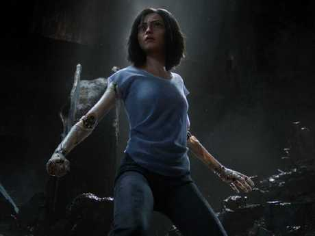 Rosa Salazar plays the titular Alita.
