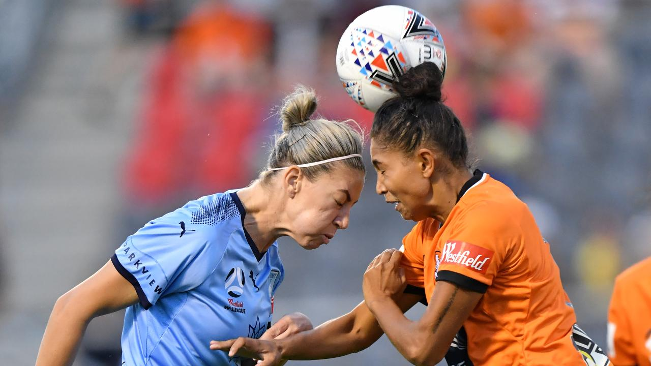 Alanna Kennedy (left) clashes heads with Allira Toby (right) of the Roar. Picture: AAP