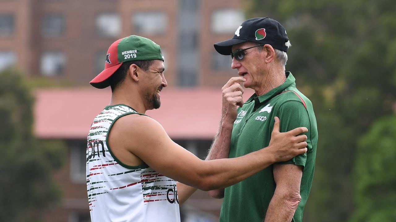 Wayne Bennett chats with his five-eighth Cody Walker. (AAP Image/Dean Lewins)