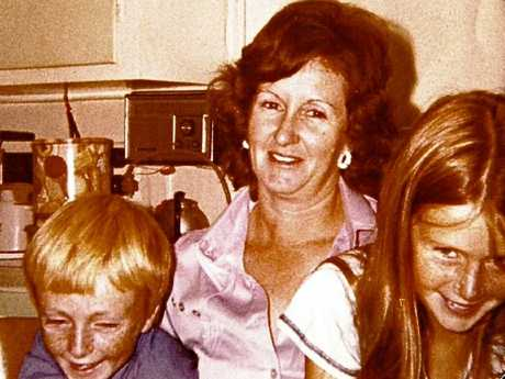 Tricia (right) with her mum Carol Saxton and brother Mark Knowles in 1979.