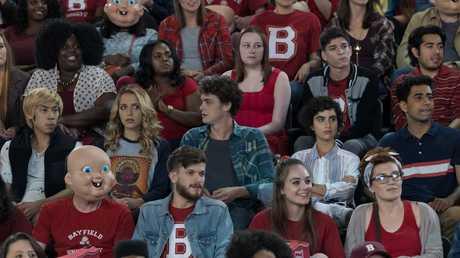 (third row from bottom, from left) Phi Vu as Ryan, Jessica Rothe as Tree Gelbman, Israel Broussard as Carter, Sarah Yarkin as Dre, and Suraj Sharma as Samar in