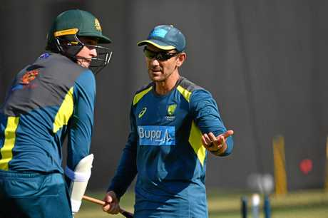 Matthew Renshaw (left) and Australian coach Justin Langer (right) are seen during a training session at the Gabba in Brisbane, Wednesday, January 23, 2019. Australia are preparing to play Sri Lanka in the First Test starting on Thursday in Brisbane. (AAP Image/Darren England) NO ARCHIVING