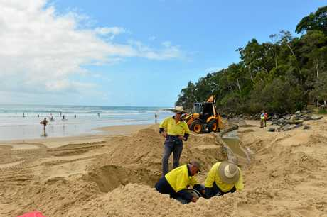 Cyclone Oma heads towards the Sunshine Coast. Noosa Main beach erosion.