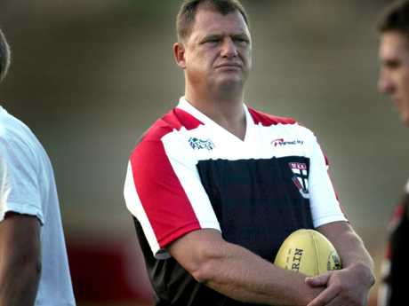 Grant Thomas coaching at St Kilda in 2004.