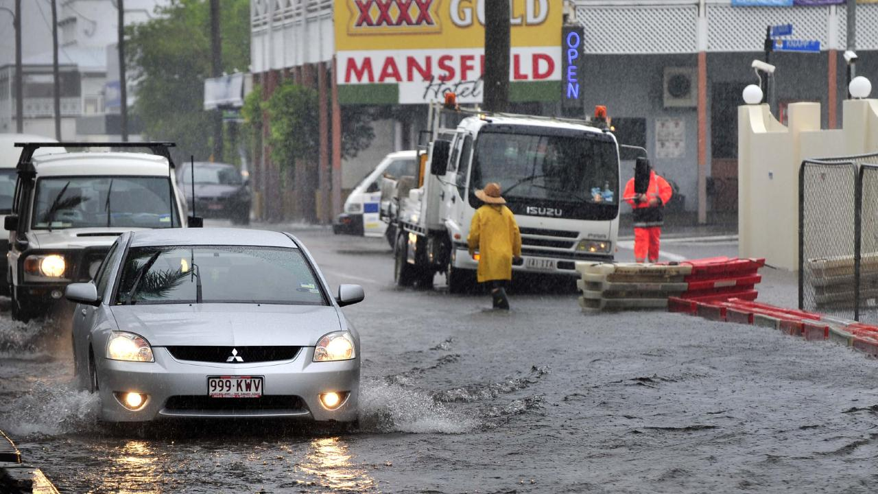 Drenching rain from ex-Tropical Cyclone Oswald hits Townsville.
