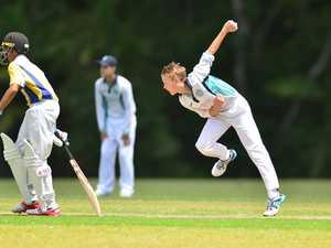 Under 15 cricket action at Matthew Flinders between