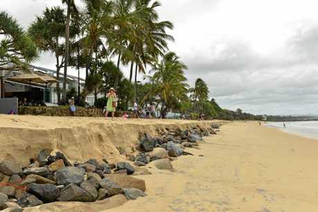 Cyclone Oma heads towards the Sunshine Coast. Noosa Main beach erosion.