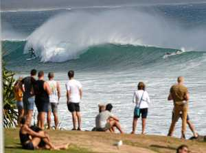 Huge surf attracts big crowds in wake of cyclone