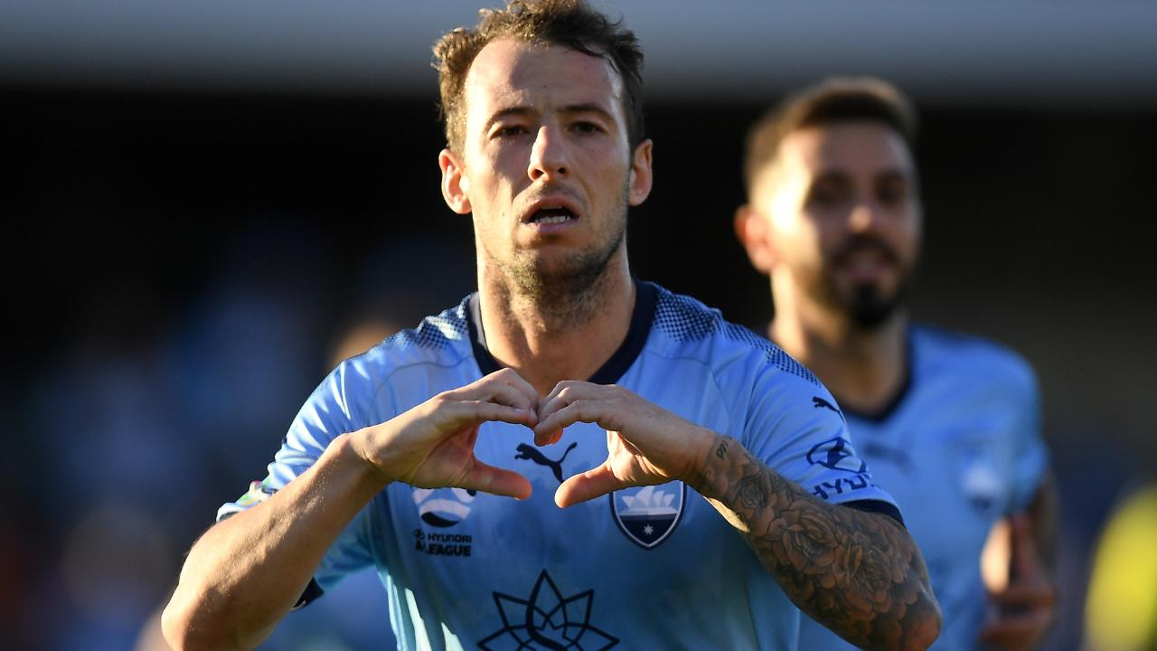 Adam Le Fondre gave Sydney the win against Wellington with a penalty.