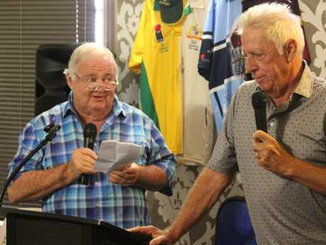 Billy J Smith quizzes former Test fast bowler Jeff Thomson at sportsman's lunch.