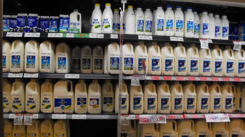 Farmers protest Coles' decision to continue selling $1 a litre milk