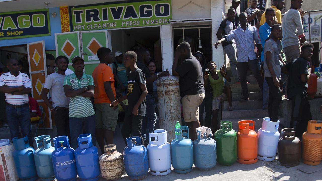 Residents line up to buy propane gas in Port-au-Prince, Haiti. Picture: Dieu Nalio Chery