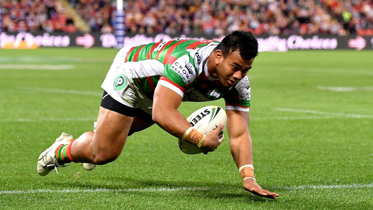 BRISBANE, AUSTRALIA - AUGUST 16: Richie Kennar of the Rabbitohs scores a try during the round 23 NRL match between the Brisbane Broncos and the South Sydney Rabbitohs at Suncorp Stadium on August 16, 2018 in Brisbane, Australia. (Photo by Bradley Kanaris/Getty Images)