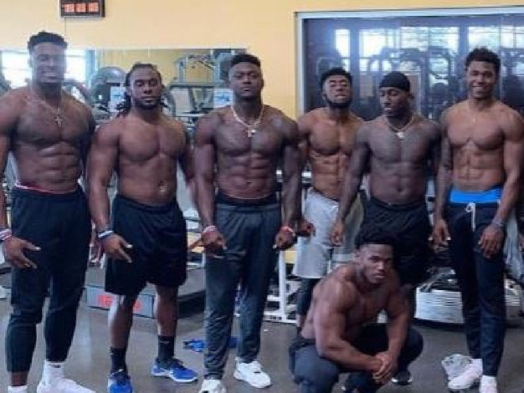 Metcalf (far left) is built like someone from another planet.
