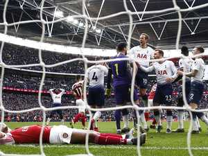 Gunners blow it in wild derby, Utd win thriller