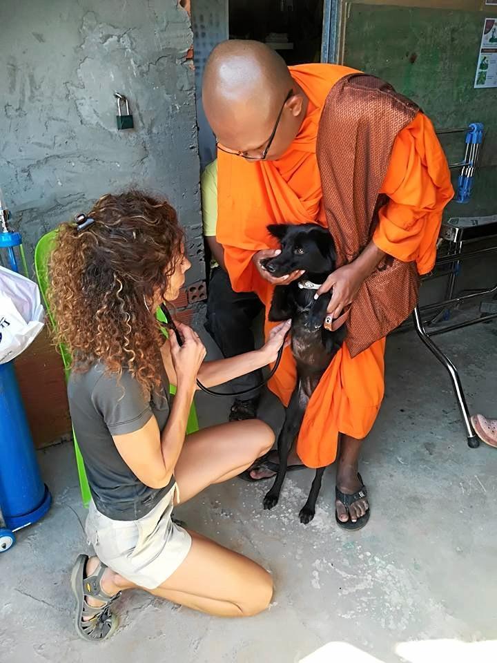 Dr Olivia Pozzan treating a monk's dog.