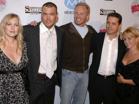 Jennie Garth, Brian Austin Green, Ian Ziering, Jason Priestley and Gabrielle Carteris in 2006. Picture: AP Photo/Phil McCarten, File