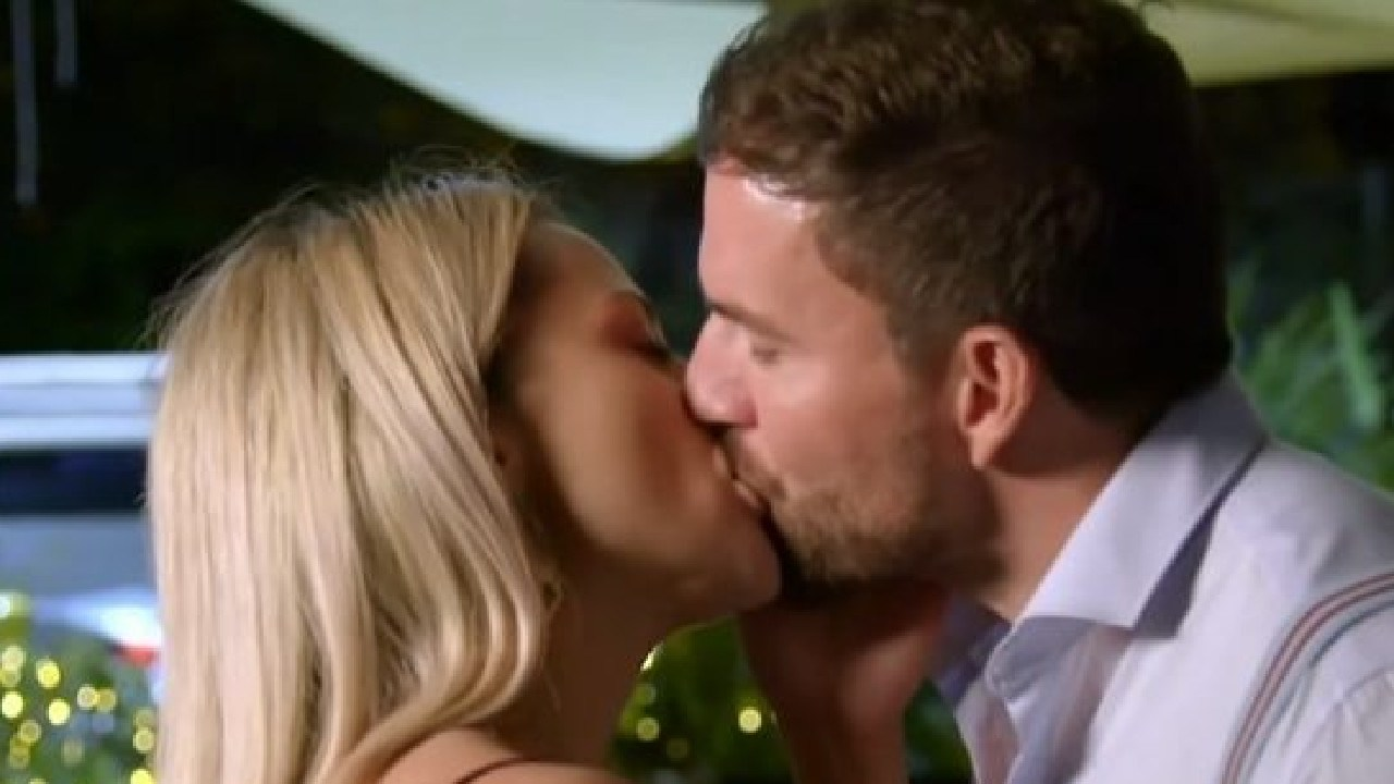 Cheating contestants Jessika and Dan shared their first kiss on the show last night.