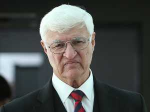 Katter backs taxi drivers' ride share class action