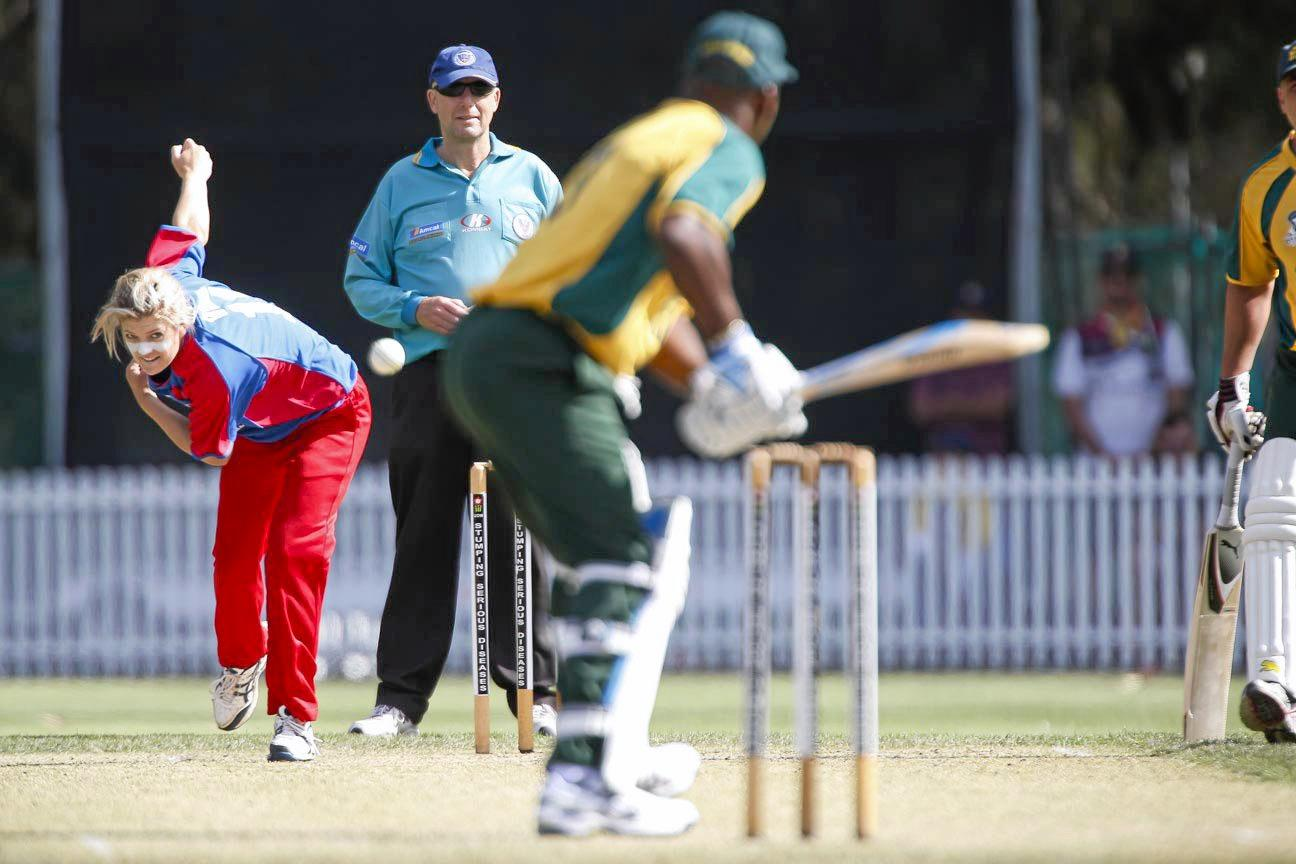 NO FEAR: Former Grafton and now NSW cricketer Kara Sutherland bowling to cricket legend Sir Viv Richards.