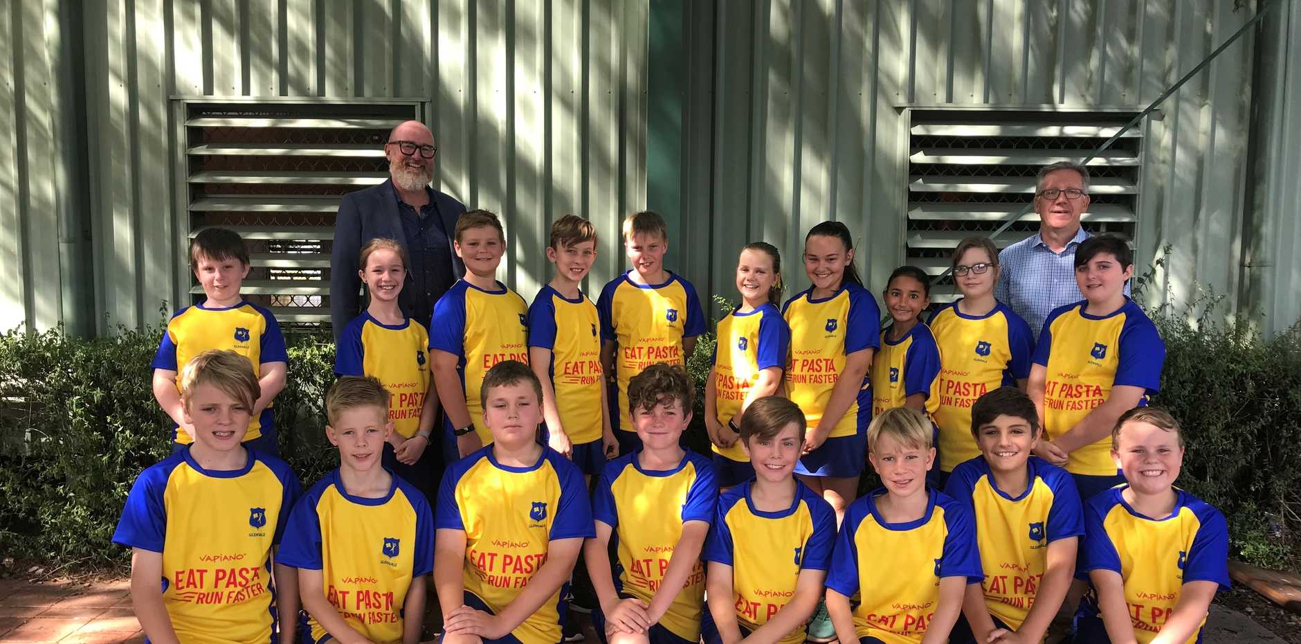 Vapiano owner and managing director Will Cooke with Glenvale State School Principal Dave Saxton and students from the Glenvale State School rugby league team.  Back row:   Seth, Amelia, Xavier, Jayden, Liam, Kate, Lilly, Sienna, Imogen and Issabelle.  Front row:  Bodie, Ryan, Aiden, Jack, Jasper, Klay, Ethan and Logan.