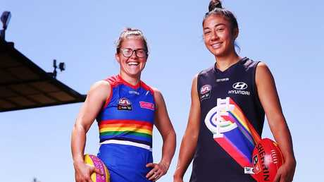Darcy Vescio and then Bulldog Emma Kearney model jumpers for last year's Pride Game. Picture: Getty Images