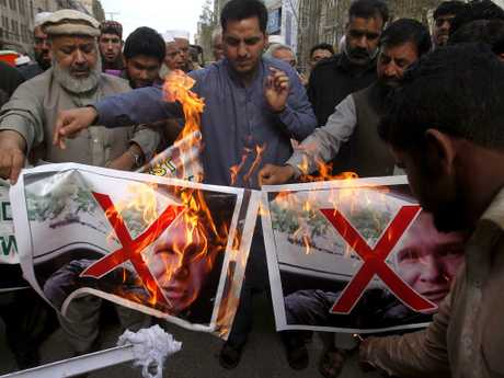 Pakistani traders burn pictures of Brenton  Tarrant in Peshawar. Picture: AP
