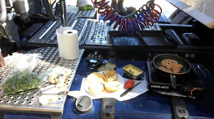 Cameron Harbour's recipe for burgers from the 12 Volt Truckies group.