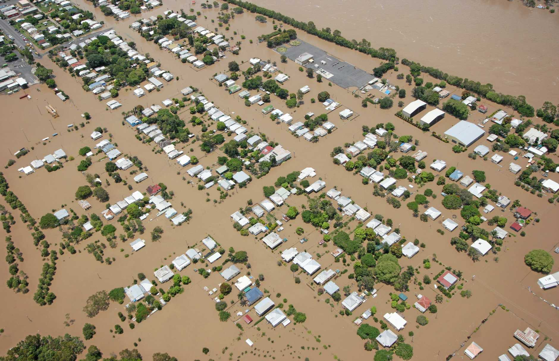 Depot Hill, Rockhampton properties surrounded by water as the Fitzroy River floods.   Photo Chris Ison / The Morning Bulletin   ROK050111-flood-c43