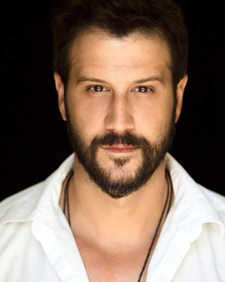 Stefan is the son of Yugoslavian pro basketball player Dragan Kapicic.