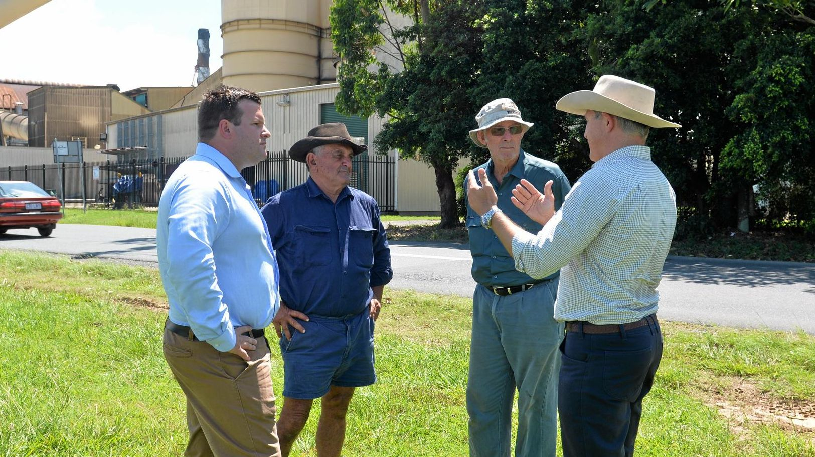 KAP Dawson candidate Brendan Bunyon and Robbie Katter talk to Mackay Sugar stakeholders about government support for Mackay Sugar.